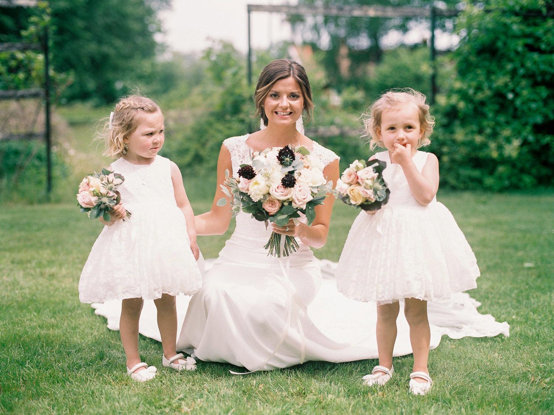 Familjeporträtt under bröllopsdagen
