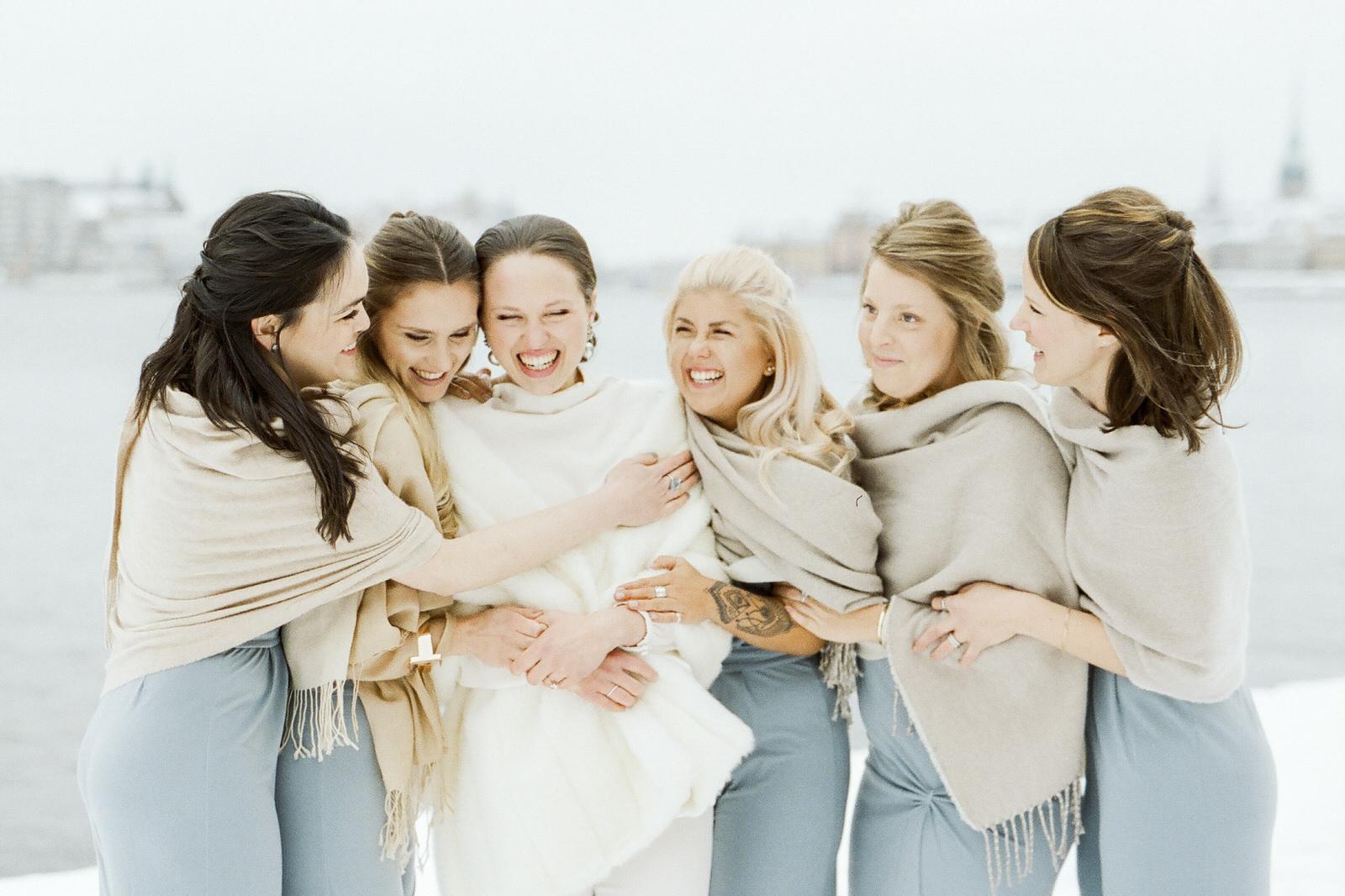 Family photos during a wedding day